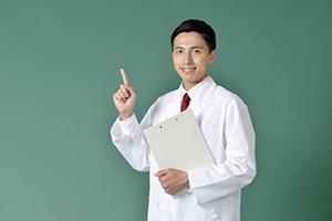 OKサインの医師
